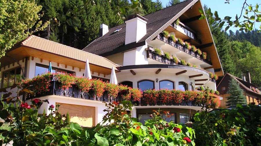 H tel winterhaldenhof schenkenzell for t noire - Hotel en foret noire avec piscine ...